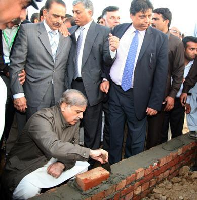 Shahbaz Sharif Lay Foundation Stone of Aashyana Housing in Lahore (pic)